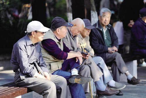 """退休人员养老金""""17连涨""""方案出炉在即"""